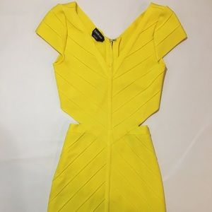 Bebe Woman's XS Dress Sun Dress Yellow.